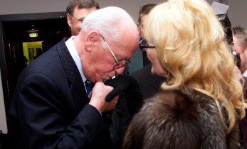 """FOTOD: Aastal 2002 taaslinastus """"Viimne reliikvia"""" ning Lennart Meri suudles galantselt Agnese kätt"""
