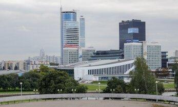 DELFI VALGEVENES: Eesti korvpallikoondis jõudis Minskisse. Mänguhall paistab hotelli aknast