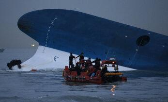 Lõuna-Korea hakkab kaks aastat tagasi uppunud reisilaeva põhjast üles tõstma