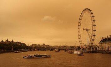 """Ураган """"Офелия"""" раскрасил небо над Лондоном"""