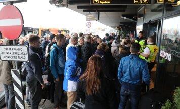 FOTOD SÜNDMUSKOHALT: Vangla taksofonist tehtud pommiähvardus Tallinna lennujaamale põhjustas suure evakuatsiooni