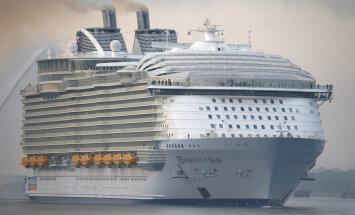 ФОТО: Крупнейший в мире круизный лайнер отправился в первое плавание