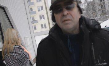 VIDEO: Autoga ilusalongi akent ramminud mehe kaassõitja ülbitseb tunnistajate ja kaameramehega