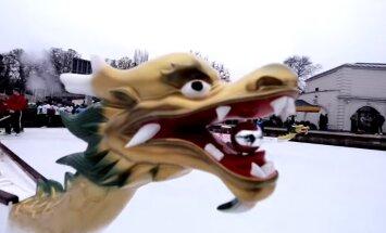 """ВИДЕО: В Китае прошли первые гонки на """"ледяных драконах"""""""