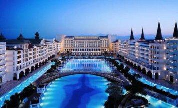 Один из самых дорогих отелей мира растаскивают по частям