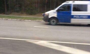 Politsei rammis auto välja