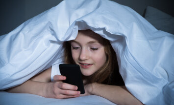 Võta vähemalt enne uneaega lapselt telefon ja arvuti käest!