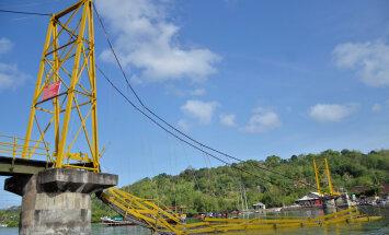 Haapsalu naine pääses üheksa inimohvrit nõudnud Indoneesia sillavaringust eluga: mäletan, kui sild raksatas ja alla lendasime