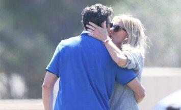 Patrick Dempsey abikaasaga oma poja jalkamatši vaatamas