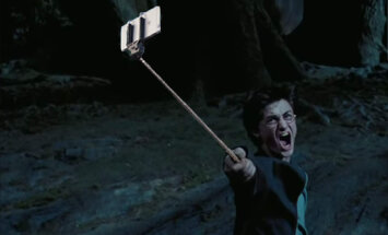 HUUMORINURK: Vaata, mis juhtub, kui asendada kõik relvad kuulsates filmides selfie stick'iga
