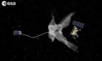 Kosmoseajastu järgmine etapp: üks satelliit võrguga teist satelliiti alla toomas