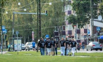 Odini sõdalaste patrull Sõle tänaval