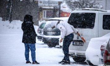 Talvise autosõidu ABC: viis asja, mis talvel autos alati kaasas võiksid olla
