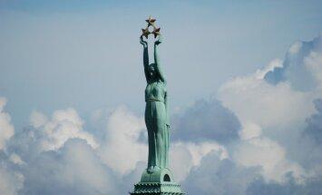 Рижские маршруты: необычная история легендарного памятника Свободы