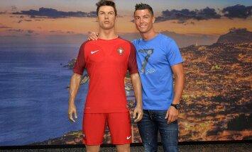 Cristiano Ronaldo poseerimas enda vahakuju kõrval