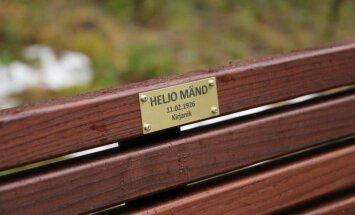Kirjanik Heljo Mänd sai Nõmmel nimelise pingi