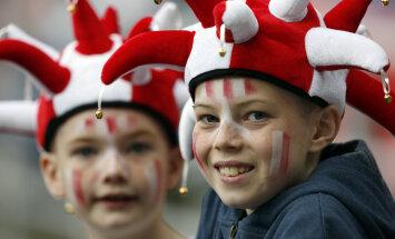 Inglismaa noored jalgpallifännid Austraaliaga mängul