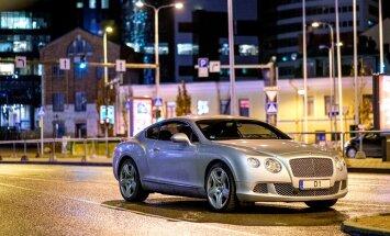 Bentley pargib tänaval