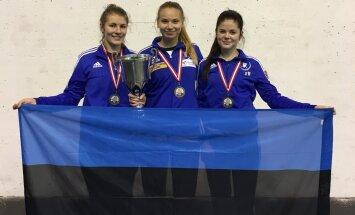 Eesti naiskadettide epeekoondis: Carmen-Lii Targamaa, Karoliine Loit, Sandra Skoblov.