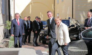 ФОТО и ВИДЕО DELFI: Ангела Меркель встретилась с Таави Рыйвасом