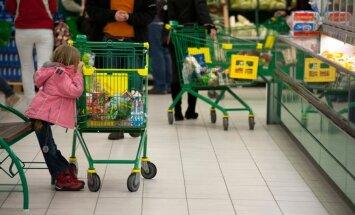 """Kaubanduskeskuses ostukärult peaga vastu põrandat kukkunud imik sai koljuluumurru. """"Tänan jumalat, et ta elus on!"""""""