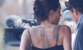 VAATA: Angelina Jolie inspireerus Kambodžast ja hankis seljale juurde salapäraseid tätoveeringuid!
