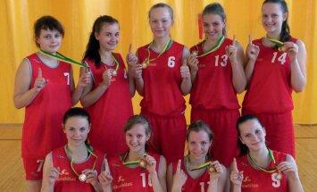 Alatskivi korvpallitüdrukud tulid taas Tartumaa meistriteks