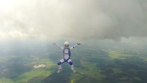 SISSEPÄÄS KEELATUD: Mis kannustab inimest sadade meetrite kõrguselt alla hüppama?