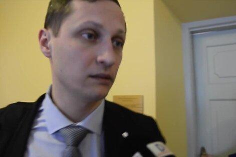 100 SEKUNDIT: Riigikogulane Dmitrijev pääses purjuspäi autojuhtimise kriminaalasjast, Kaur Kender on muutnud kohtusaali kirjandusauditooriumiks