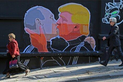 Kuulus Leonid Brežnevi ja Erich Honeckeri suudlusstseen on Vilniuses tänavakunstniku abiga uued osalised saanud. Putini ja Trumpi vahel nii palava armastuse süttimist on siiski raske uskuda, sest kaks kõva kivi tavaliselt head jahu ei jahvata.