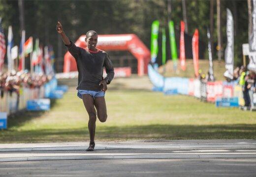 VIDEO | Eesti jooksja keeldus Jõhvi rahvajooksu võitnud keenialase kätt surumast
