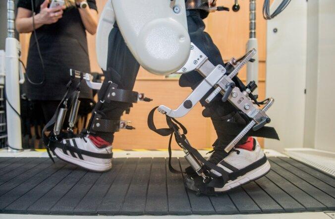Eero-Erkki Rebane kõnnirobotil