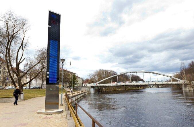 Praegu veel näitab uhke mõõdupost Emajõe veetaset Kroonlinna nullist lähtudes, kuid peagi tuleb veetaseme kõrgust hakata arvestama Amsterdami nulli järgi.