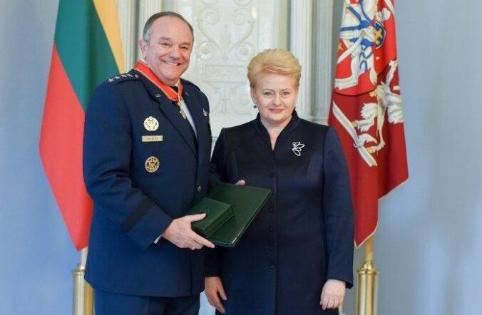Kindral Breedlove'i päev Baltimaades tõi talle kaks ordenit. Kõigepealt Leedust...