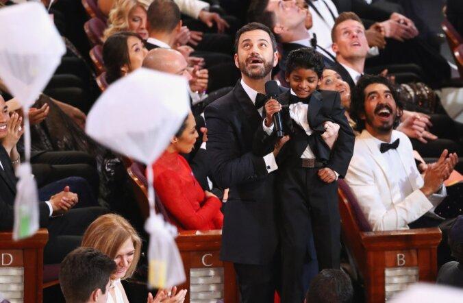 """Piinlik olukord: õhtujuht Jimmy Kimmel teeb """"Lõvi"""" näitlejast Lõvikuninga."""