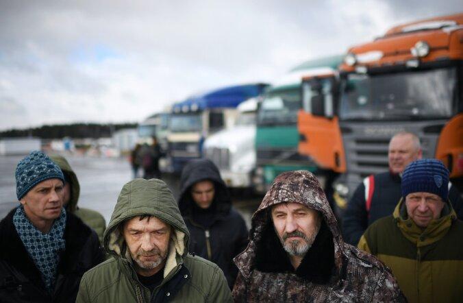 Protestivad veokijuhid Moskva lähedal. Juhid kurdavad, et teemaksu tõstmine võtab neilt viimse teenistuse.