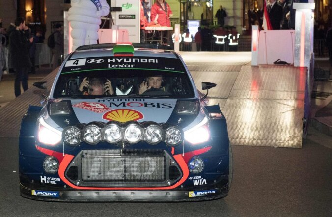 Hyundai WRC tiimi piloot Hayden Paddon
