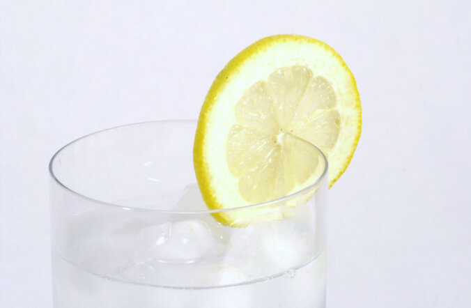 Оздоровляемся по-японски: 4 стакана воды от головной боли