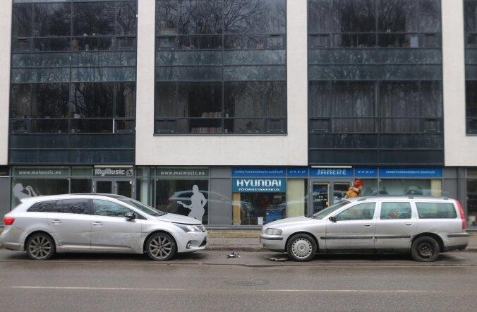 ФОТО: Полиция просит помощи в поиске автомобиля, скрывшегося с места ДТП