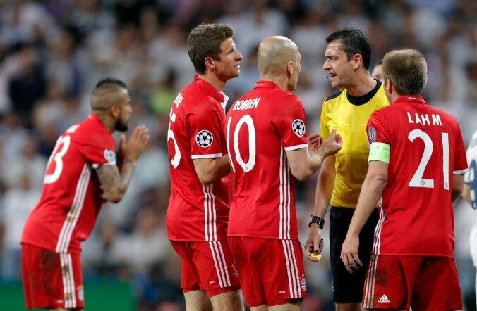 Bayerni mängijad võivad anuda palju tahes, ent miski ei aita – Viktor Kassai on oma töö teinud.