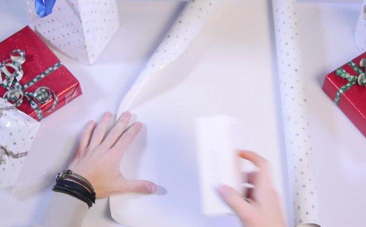 NIPINURK: Puust ja punaseks — kuidas pakkida kandilist kingitust