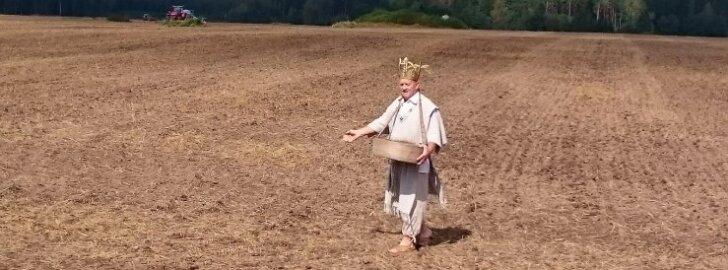 Esimene rukkipõld külvati Simuna kandis Rohukülas rukkikuninga Hans Kruusamägi maadel.