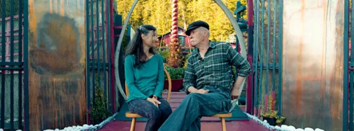 VIDEO: Abielupaar ehitas võluva ujuvmaja sellest, mida teised pidasid prügiks