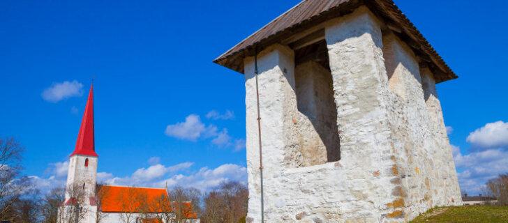 Уникальная колокольня Кихельконна — единственная, которая стоит далеко от церкви