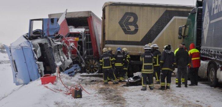 Tallinna ringteel juhtus väga raske liiklusavarii. Kokku põrkasid kolm veokit