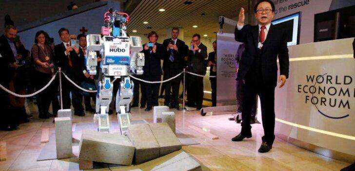 Korea päritolu kõndiv multifunktsionaalne humanoidrobot HUBO demonstreeris Davosi majandusfoorumil oma oskusi.