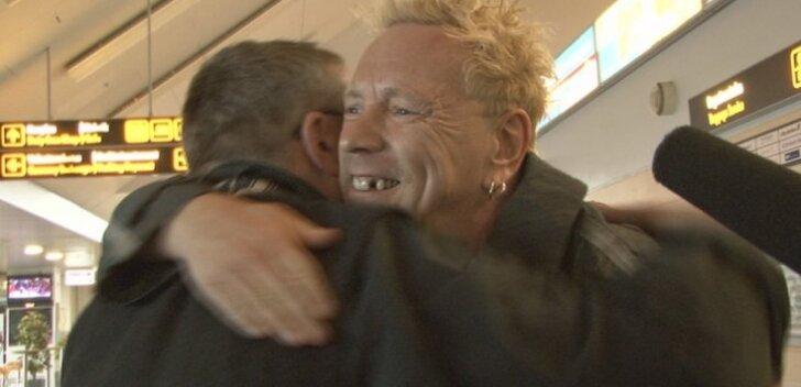 VIDEO: Hardi Volmer sai lõpuks ometi oma kingituse John Lydonile üle antud