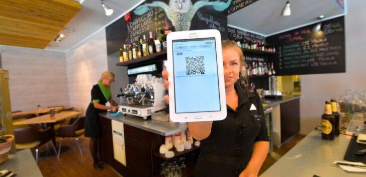 Maksmine käib nii: ava Cuberi äpp ja skaneeri mobiilikaameraga arvet, millel on QR kood. See võib olla ka teenindaja ekraanil.