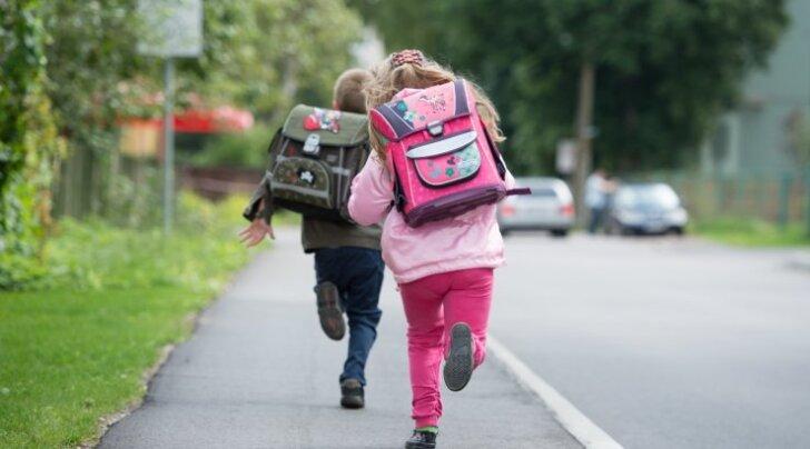 Tublid noored: õpilased juhivad tähelepanu tõsisele probleemile ja alustavad täna algklasside koolikottide kaalumist