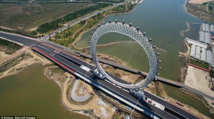 В Китае построили необычное колесо обозрения